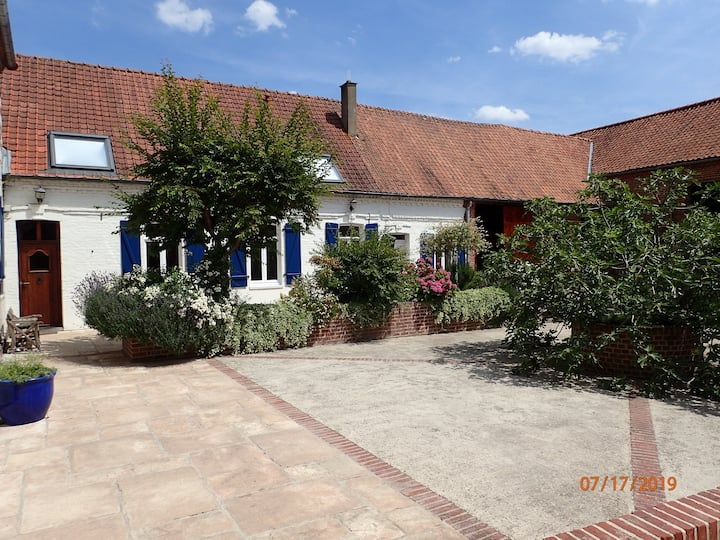 Old French Farmhouse with private courtyard & pool