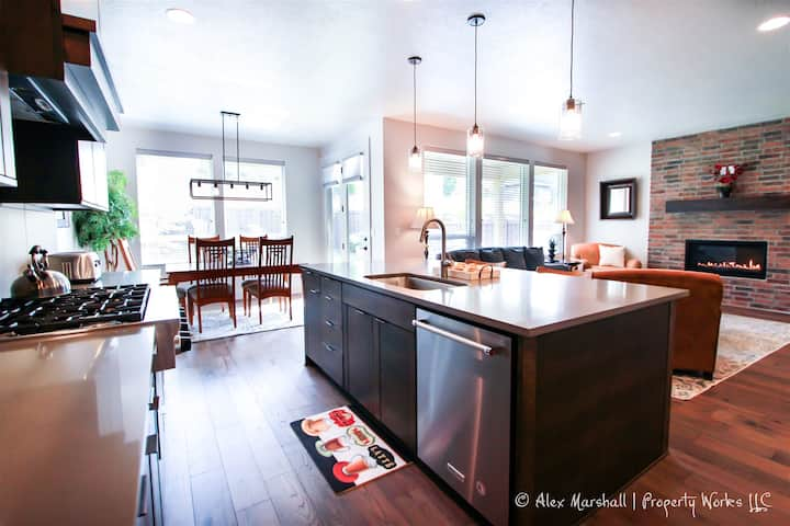 Gorgeous Home in SE Boise!