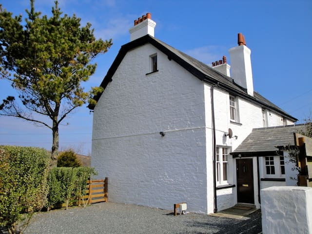 Coastguard Cottage on the Lizard - Saint Keverne