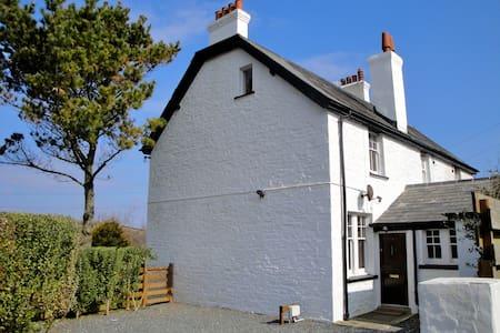Coastguard Cottage on the Lizard - Saint Keverne - House