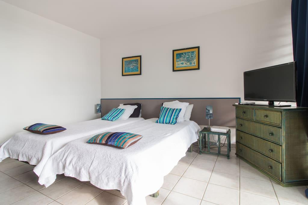 Un pied terre face la marina condominiums for rent for Marin condos for rent