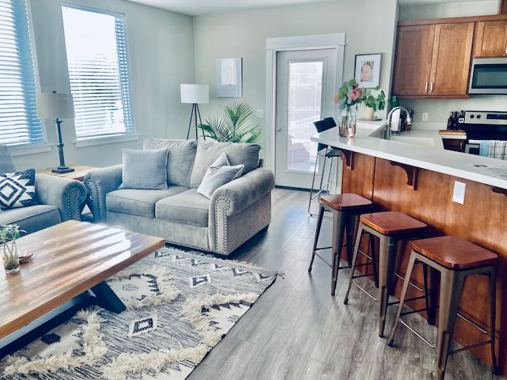 Modern Centrally Located Near River LoopTrail