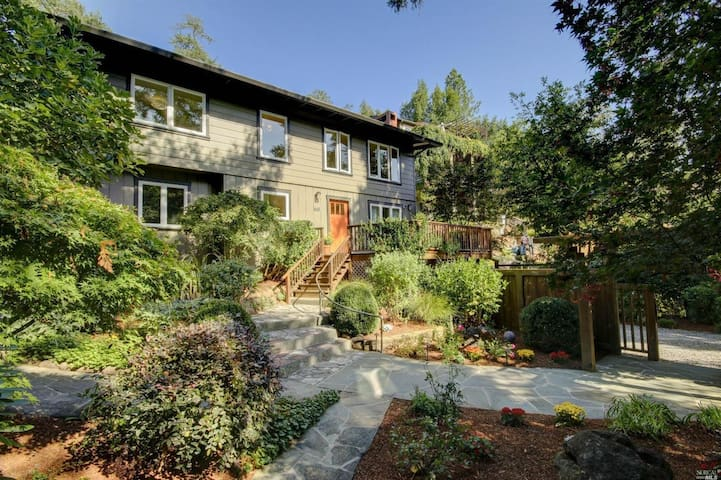 Serene retreat, walking distance from everything