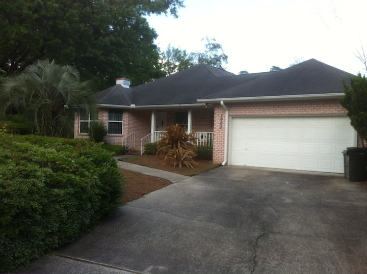 Spacious Cozy House at Pensacola in Great Location
