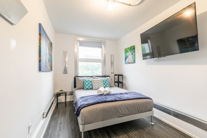 PRIME Downtown - Upscale 1BR with Balcony - Byward Market!