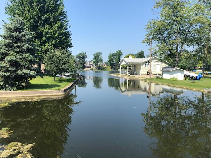 Affordable Lakeside Cottage Getaway