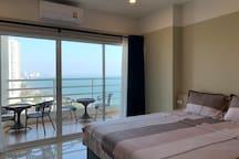 芭堤雅中天一线海滩高层海景公寓双向双条车距离海边30米