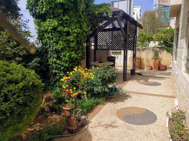Apartment with private entrance & garden - Ramallah - Apartment
