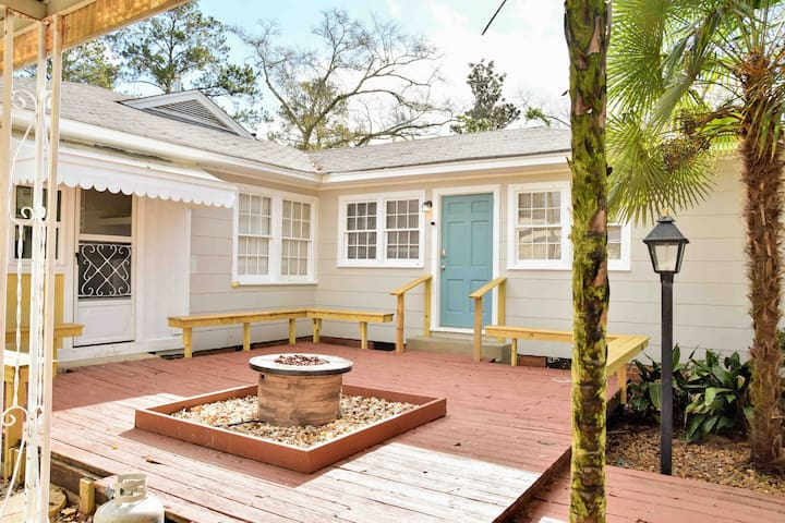 The jewel of our property is the New Orleans style courtyard with a gas fire pit. Come relax with your group in the open, private courtyard.