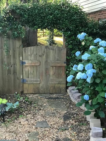 Private entrance gate- lock box inside on post near entrance door. Host will send code day of arrival.
