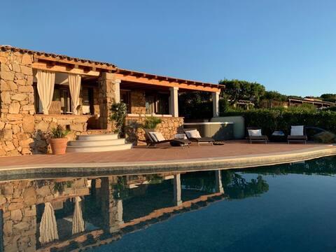 amazing front sea 2 Br villa with private beach