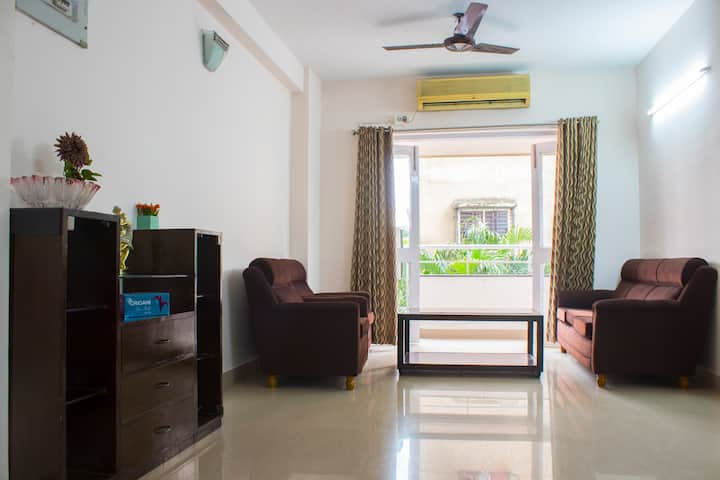 Spacious A/C 3BHK Home in Prime Locality