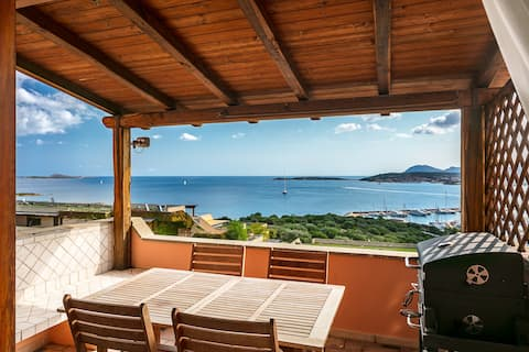 Central Apartment 'Bilocale Asfodeli' Close to Beach with Incredible Sea View & Balcony; Parking Available, Pets Allowed