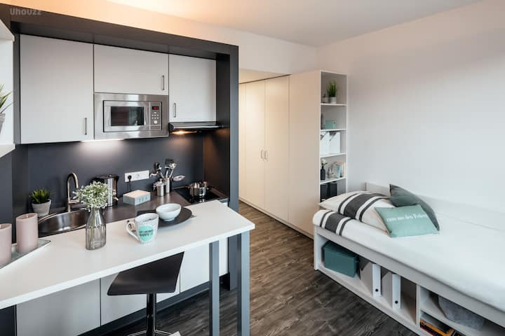 Student Only Property: Incredible Studio WG - LOS 12 months 10% off