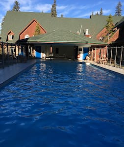 Canmore Mountain Getaway Pool/ 2Bedrooms/2Baths - Canmore