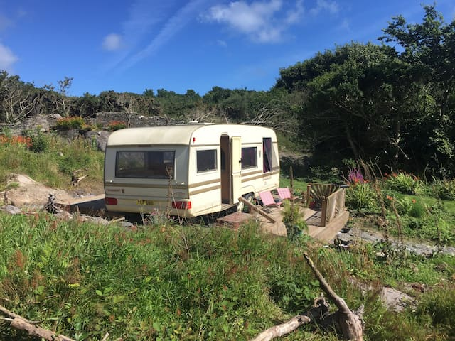 Cosy, Comfortable Caravan - คอร์ก