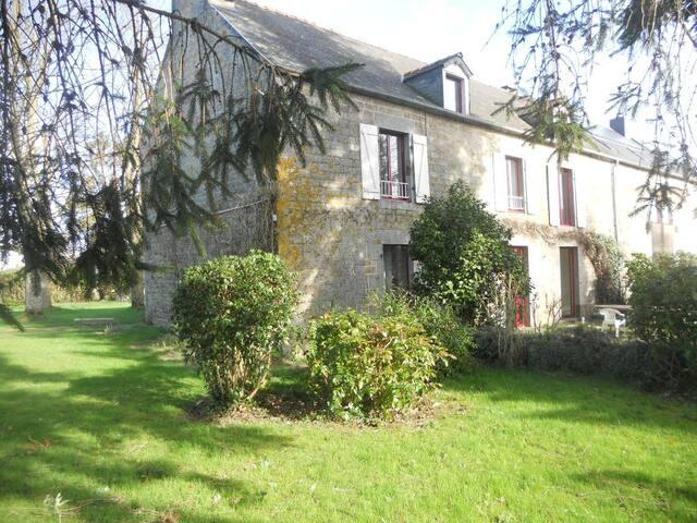 4 chambres de 2 à 3 perso proche Mont-Saint Michel - Rimou