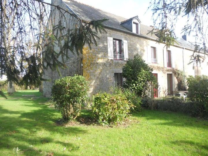 2 chambres de 4 à 7 pers  proche Mont-Saint Michel