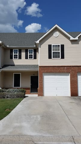 Spacious Cartersville Townhouse - Cartersville