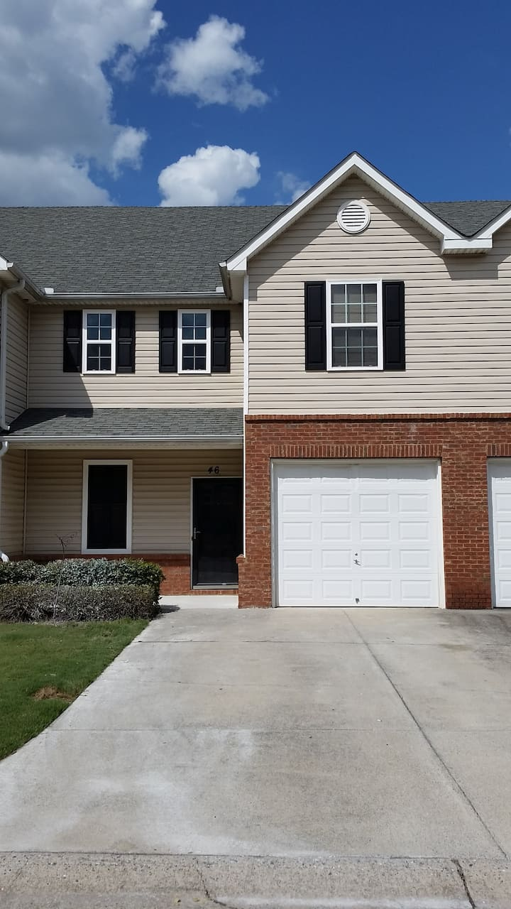 Spacious Cartersville Townhouse