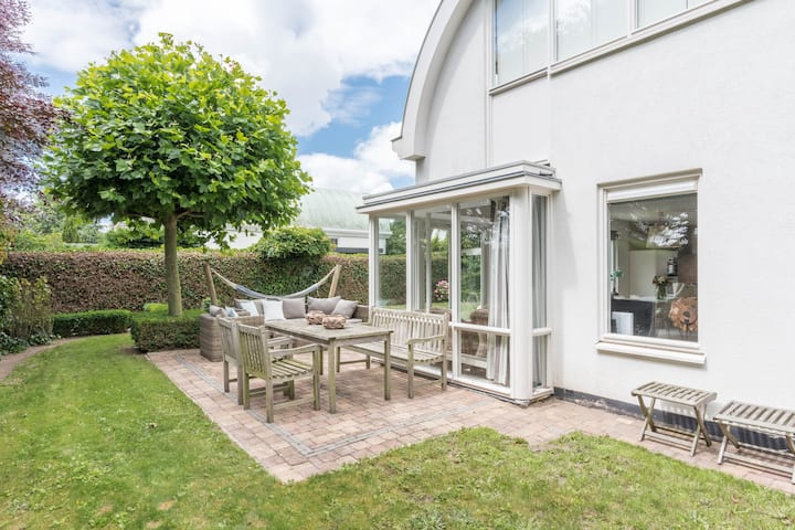 Modern Holiday Home Zilverzand Close to Beach with Terrace, Garden & Wi-Fi; Parking Available