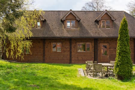 Luxury Log Cabin in Bedfordshire's Countryside - Leighton Buzzard