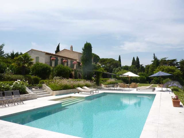 Charming villa with swimmingpool