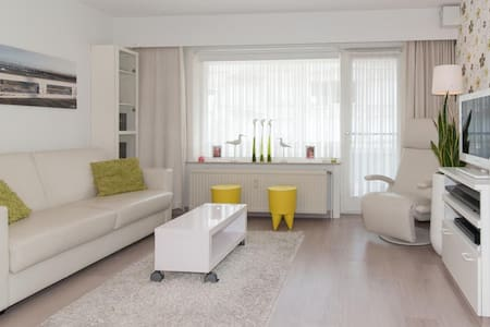 Modern studio near the beach and lively promenade - Lakás