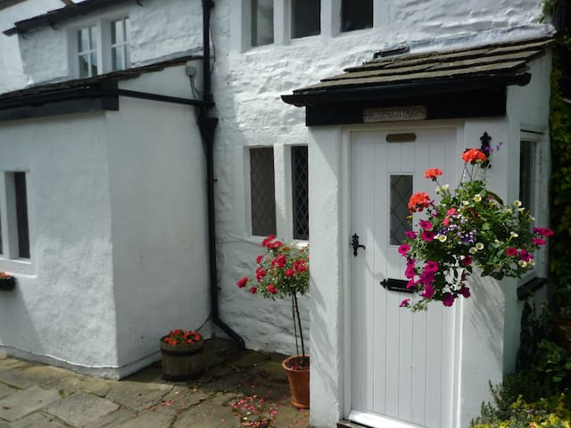 Rose Cottage  great views& location - Ilkley - Casa