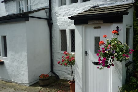 Rose Cottage  great views& location - Ilkley - House