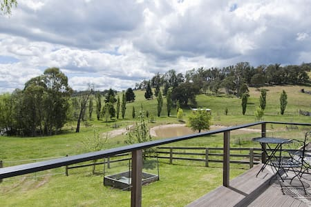 The Woolshed - farmstay with rural views & tennis - Canyonleigh - 一軒家