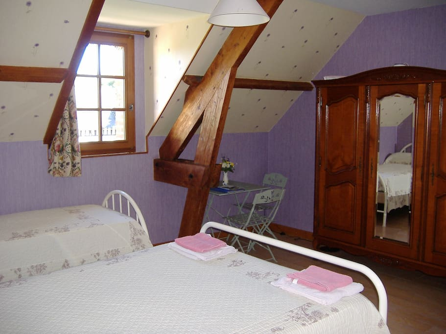 b b entre deauville et cabourg chambre d 39 h te bed and breakfasts for rent in bourgeauville. Black Bedroom Furniture Sets. Home Design Ideas