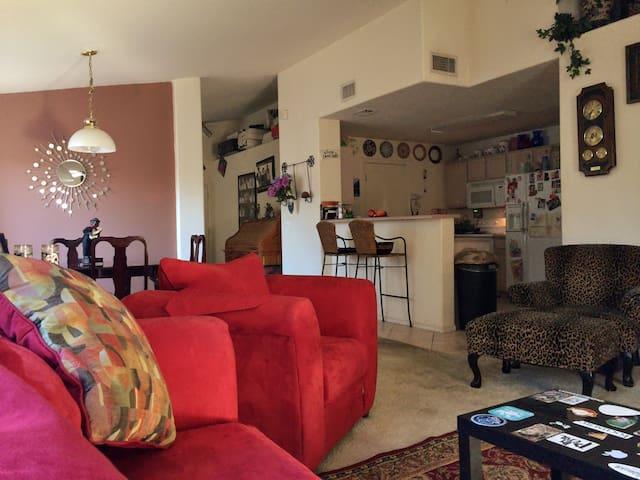 1 of 2 prvt rooms in a quiet Phoenix neighborhood