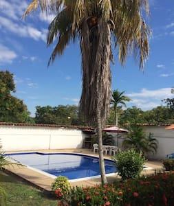 Hermosa casa @ Carmen de Apicalá - Piscina privada - Carmen de Apicalá
