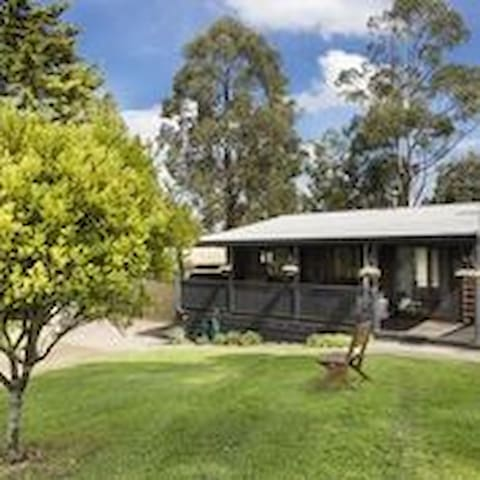 Zannies Cottage  -Peaceful and scenic - Mirboo Nth
