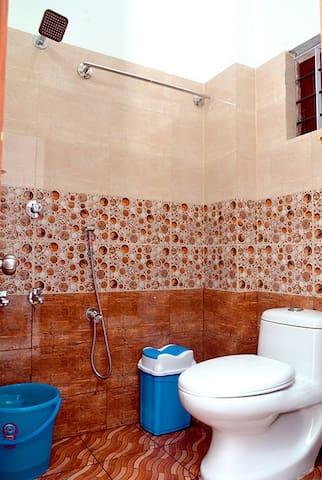 Rose: Attham Arcade - Thrissur - Apartment