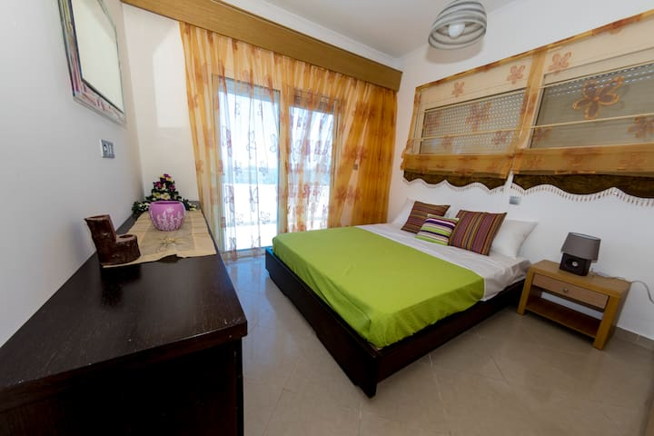 bedroom 4 with sea view