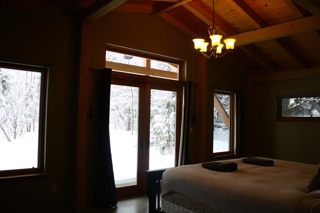 Whyte Mountain Chalet - Master King Bedroom with Full Ensuite Bathroom