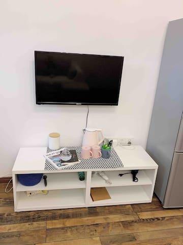 现在电视换了一个小米55寸的大电视 可以投屏