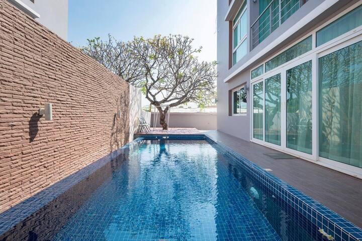Luxurious Pool Villa O2 @ Heart of Huahin