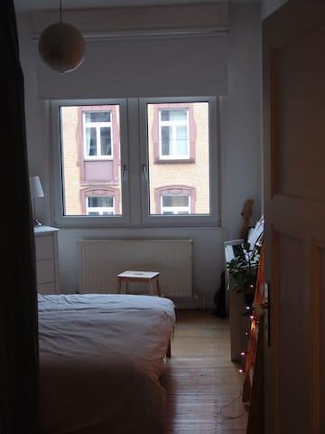 Schönes Zimmer in Bornheim, 15 Min. zur Messe/Fair
