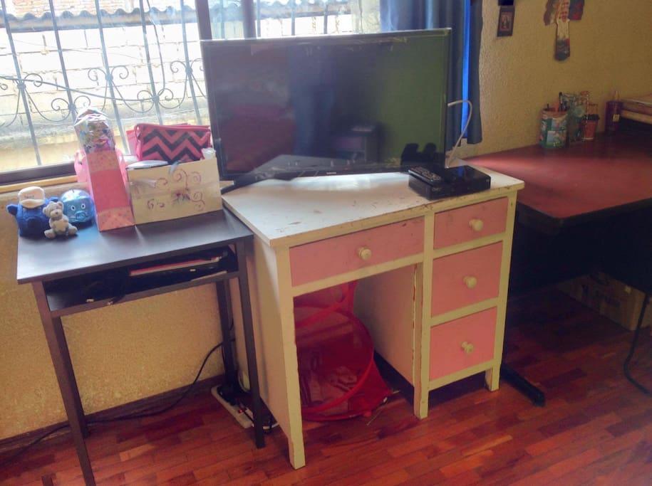 Mesa, TV y cable, entretenimiento a tu alcance.