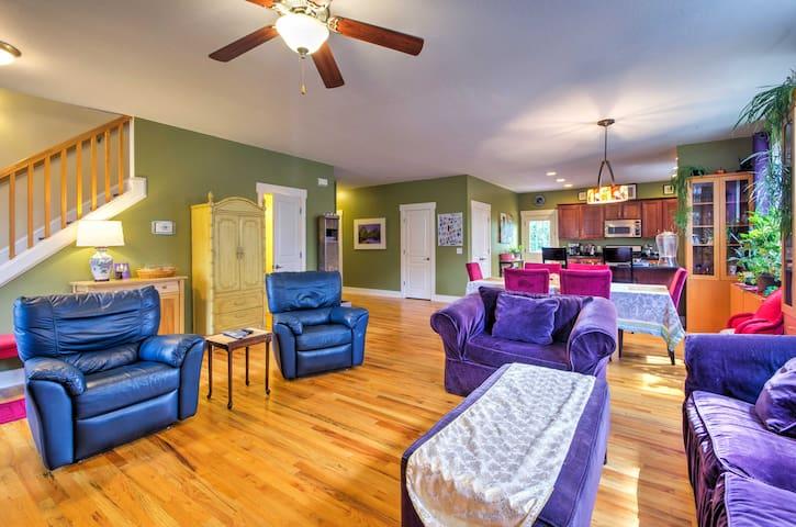Elegant Ashville Home w/Mtn Views-6 Mi to Downtown
