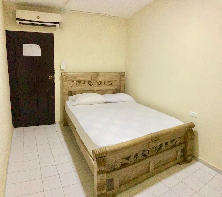 Double Bedroom air conditioning - Share bathroom