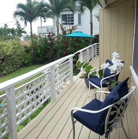 Lanikai Vintage Cottage - 1 Block from the Beach - Kailua - Bungalow