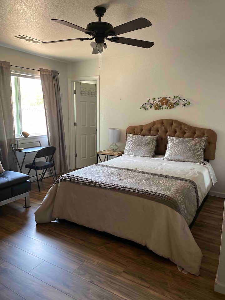 3 Master bedroom with privacy bathroom