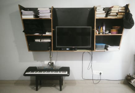 Bask with the Busker (Private Room - AC) - Ahmedabad - Apartment