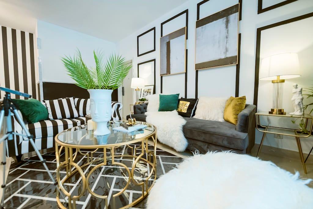 宽敞的客厅,舒适的环境!