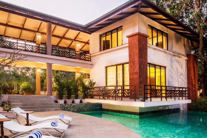 5 bedrooom large home with a pool, Assagaon