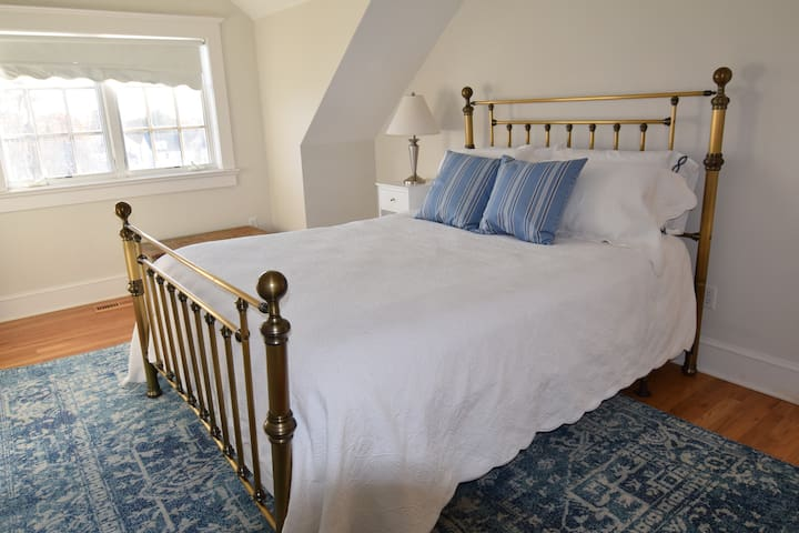 Cozy Greenwich private 3rd floor suite